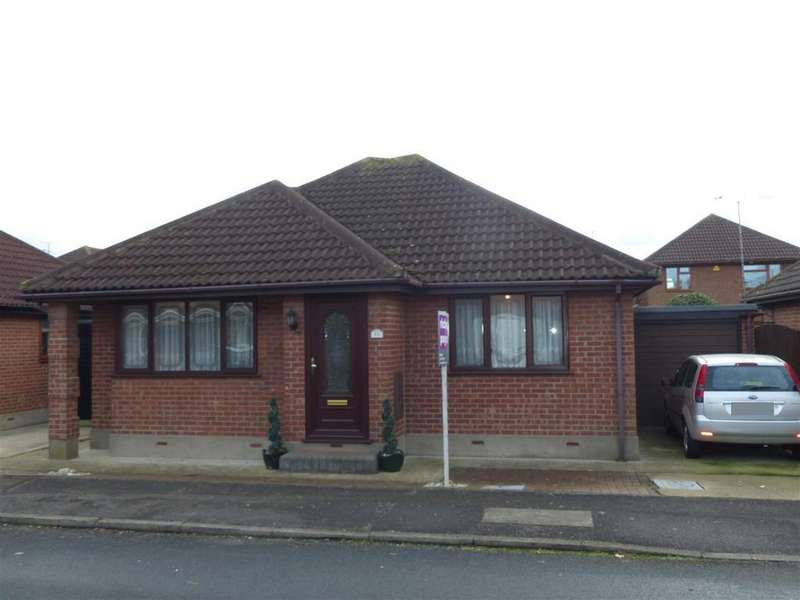 2 Bedrooms Detached Bungalow for sale in Beecroft Crescent, Canvey Island