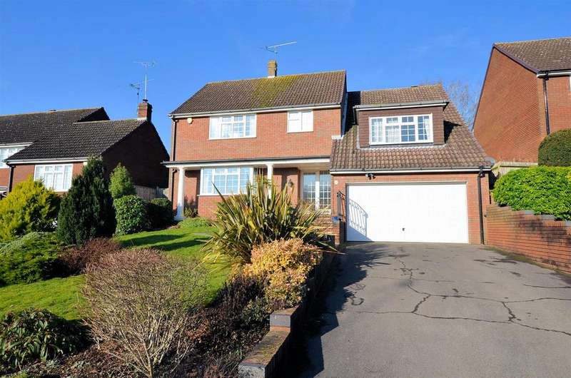 4 Bedrooms Detached House for sale in Fairway Avenue, Tilehurst, Reading