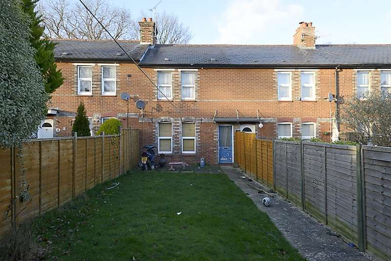 2 Bedrooms Terraced House for sale in Corporation Cottages, Pelican Lane, Newbury, Berkshire, RG14