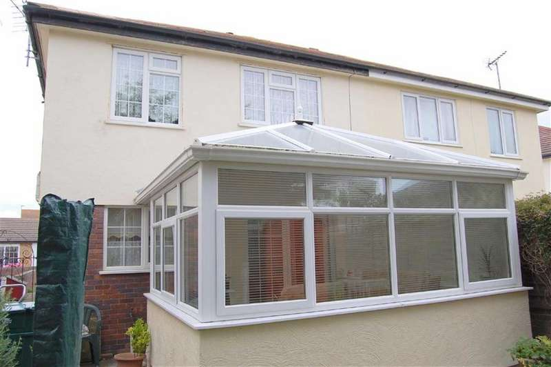 2 Bedrooms Terraced House for sale in The Oval, West Shore, Llandudno, CONWY