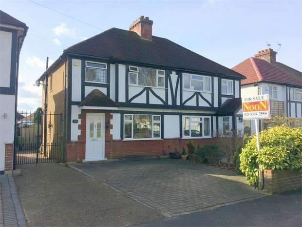 3 Bedrooms Semi Detached House for sale in Elm Way, Ewell Court