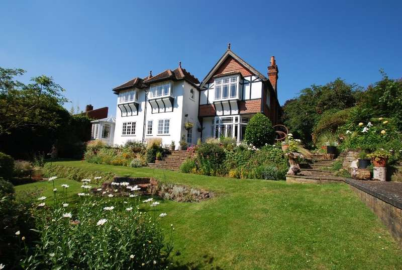 6 Bedrooms Detached House for sale in The Chase, Wooburn Common, HP10
