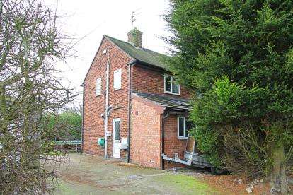 2 Bedrooms End Of Terrace House for sale in Allpits Road, Calow, Chesterfield, Derbyshire