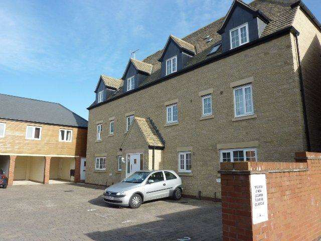 2 Bedrooms Apartment Flat for sale in Mir Crescent, Oakhurst, Swindon, Wiltshire, SN25 2JF