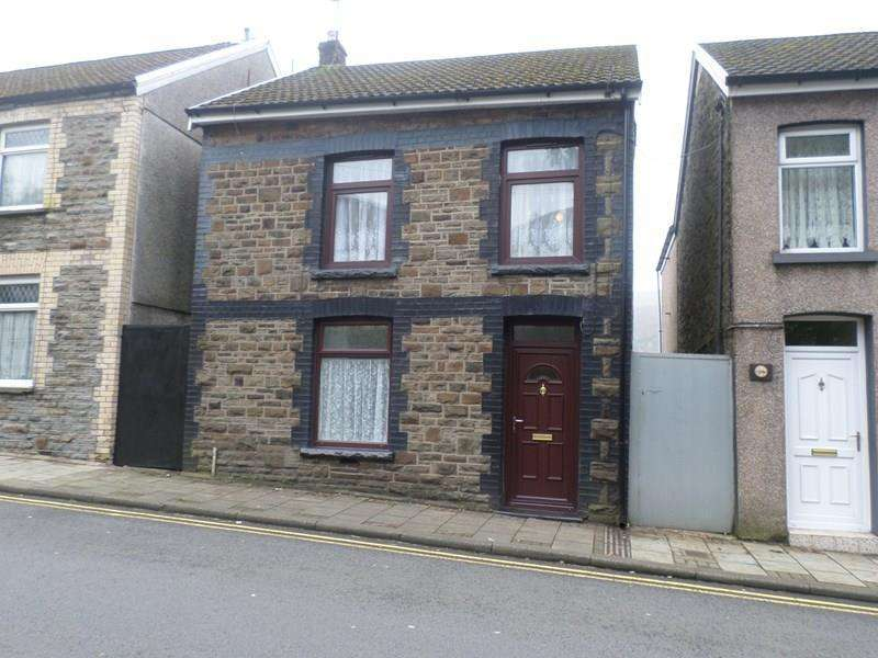 3 Bedrooms Detached House for sale in Brithweunydd Road, Trealaw, Tonypandy