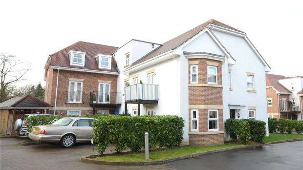 2 Bedrooms Apartment Flat for sale in Wiltshire Place, Wiltshire Road, Wokingham