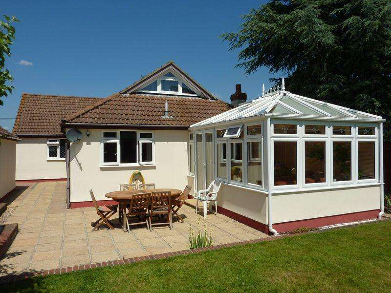 5 Bedrooms Detached Bungalow for sale in Hightown, RINGWOOD
