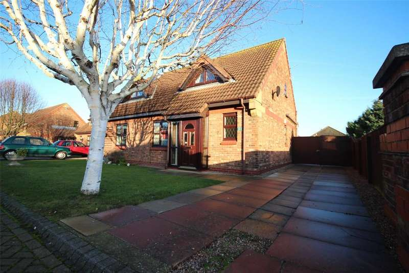 2 Bedrooms Semi Detached Bungalow for sale in Meadow View, Cleethorpes, DN35