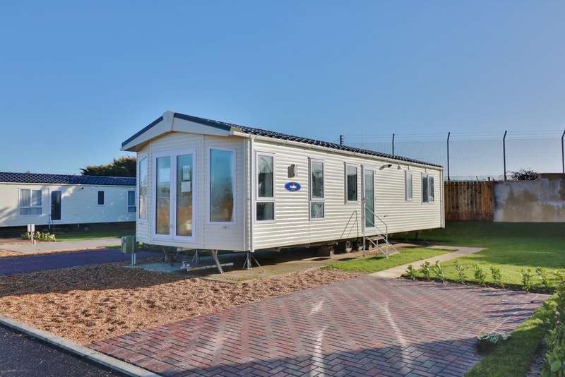 2 Bedrooms Park Home Mobile Home for sale in Southsea Lodge and Leisure Park, Melville Road, Southsea
