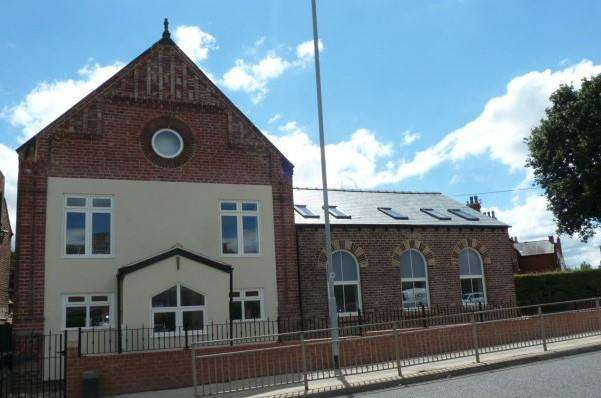 2 Bedrooms Town House for sale in Barwick Road, Leeds