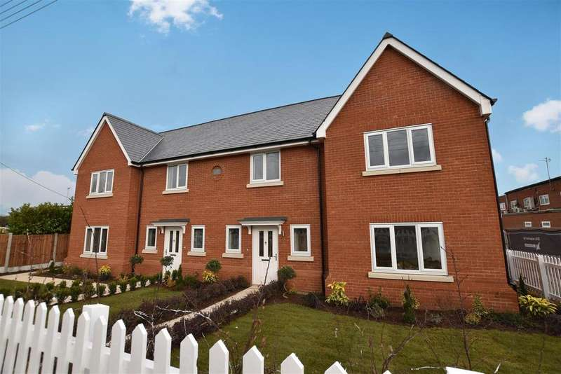 4 Bedrooms Semi Detached House for sale in Highwell Gardens, Main Road, Hawkwell