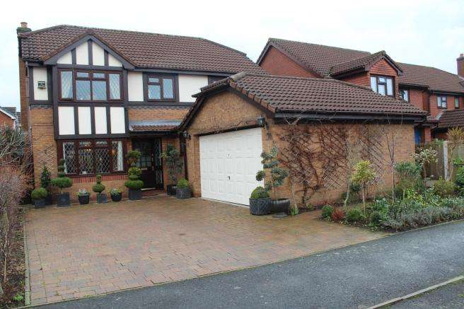 4 Bedrooms Detached House for sale in 32 Saltwells Drive, Muxton, Telford, Shropshire, TF2 8RJ