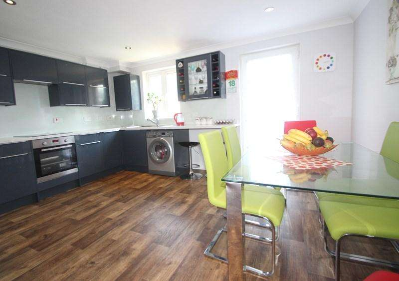 4 Bedrooms Town House for sale in Station Road, Southampton