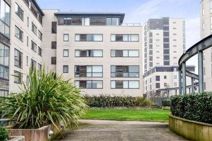 2 Bedrooms Flat for sale in Altair House, Celestia, Cardiff Bay, Cardiff