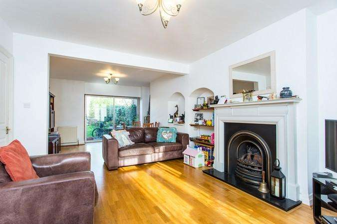 4 Bedrooms Terraced House for sale in Court Way, London