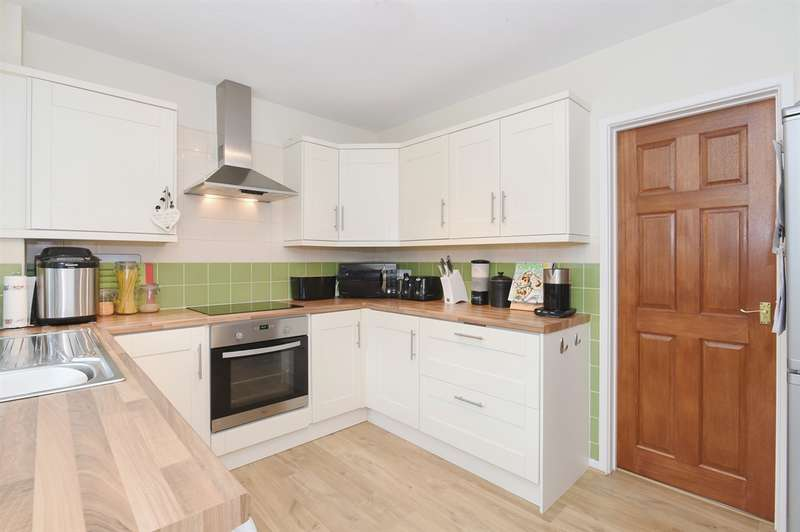 3 Bedrooms Detached House for sale in Despenser Avenue, Llantrisant, PONTYCLUN