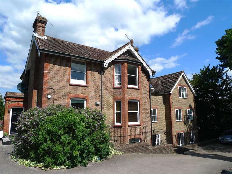 2 Bedrooms Flat for sale in Oakdene, Paddockhall Road, Haywards Heath