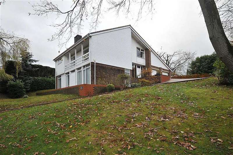 4 Bedrooms Detached House for sale in Willowmead Drive, Prestbury