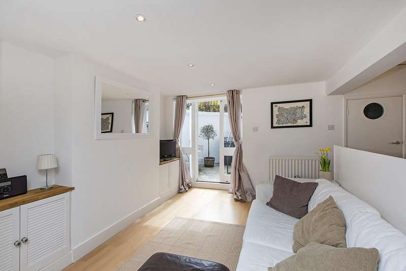 Flat for sale in Battersea Rise, SW11