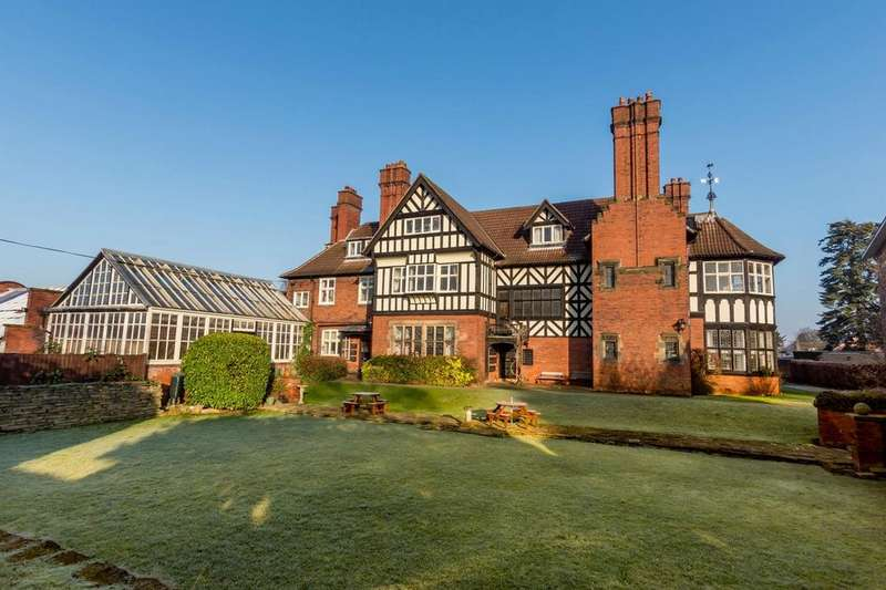 2 Bedrooms Flat for sale in Aldersyde House, Tadcaster Road, YORK