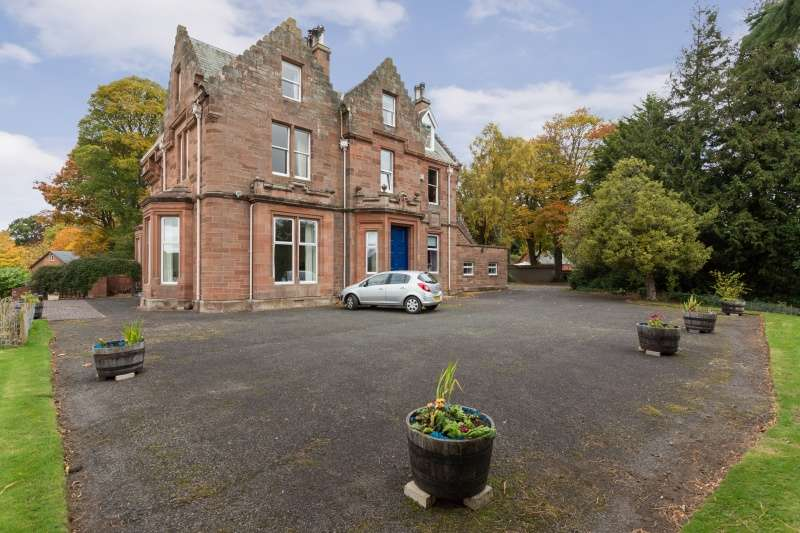 3 Bedrooms Flat for sale in Abbotsford Road, Galashiels, Borders, TD1 3HN