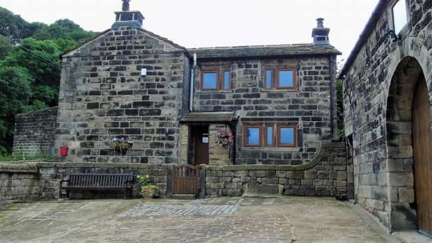 3 Bedrooms Detached House for sale in Cragg Vale Hebden Bridge
