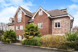 2 Bedrooms Flat for sale in Spire Place, Warlingham, Surrey