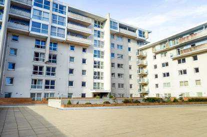 2 Bedrooms Flat for sale in Hansen Court, Century Wharf, Cardiff Bay, Cardiff