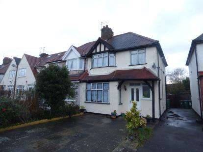 3 Bedrooms Semi Detached House for sale in Goodwood Avenue, Watford, Hertfordshire