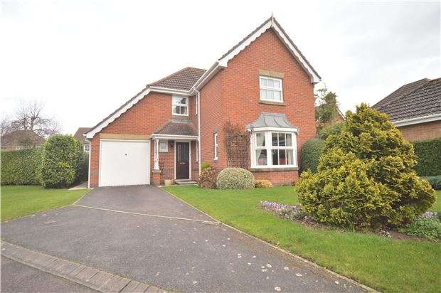 4 Bedrooms Detached House for sale in St. Johns Close, Bishops Cleeve, GL52 8XH