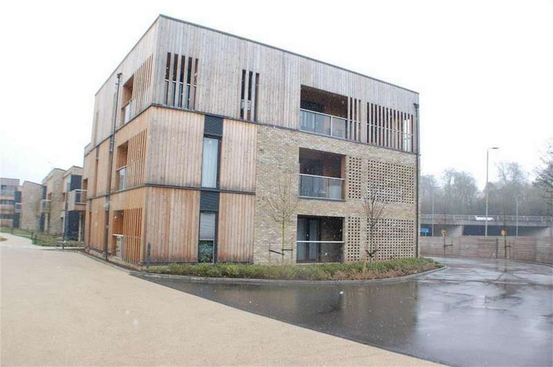 3 Bedrooms Flat for sale in Spring Court , Clock House Gardens, WELWYN, Hertfordshire