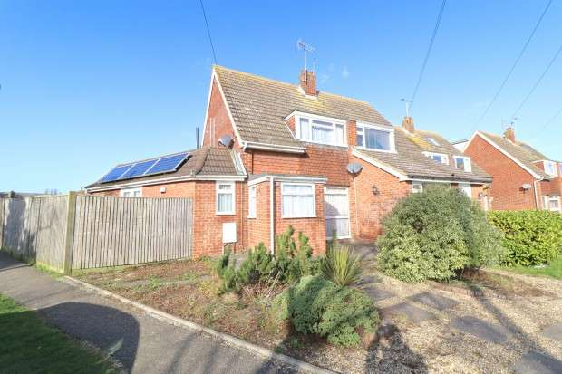 4 Bedrooms Semi Detached House for sale in Farmlands Close, Polegate, BN26