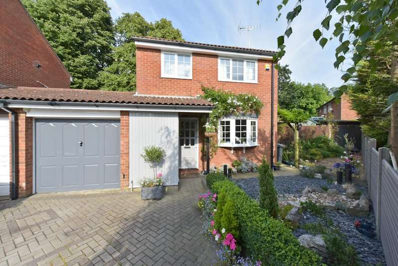3 Bedrooms Link Detached House for sale in Campions Close, Borehamwood, WD6
