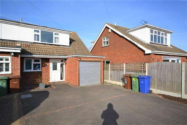 3 Bedrooms Semi Detached House for sale in Greyhound Lane, Orsett Heath