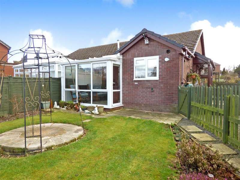 2 Bedrooms Semi Detached Bungalow for sale in Goylands Close, Howey, Llandrindod Wells, Powys.