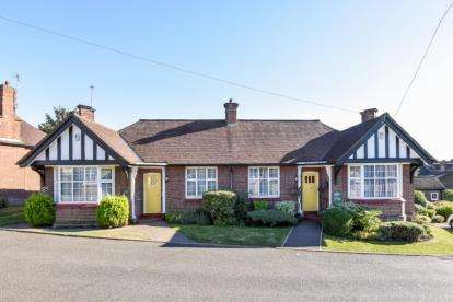 2 Bedrooms Retirement Property for sale in Chalet Estate, Hammers Lane, London
