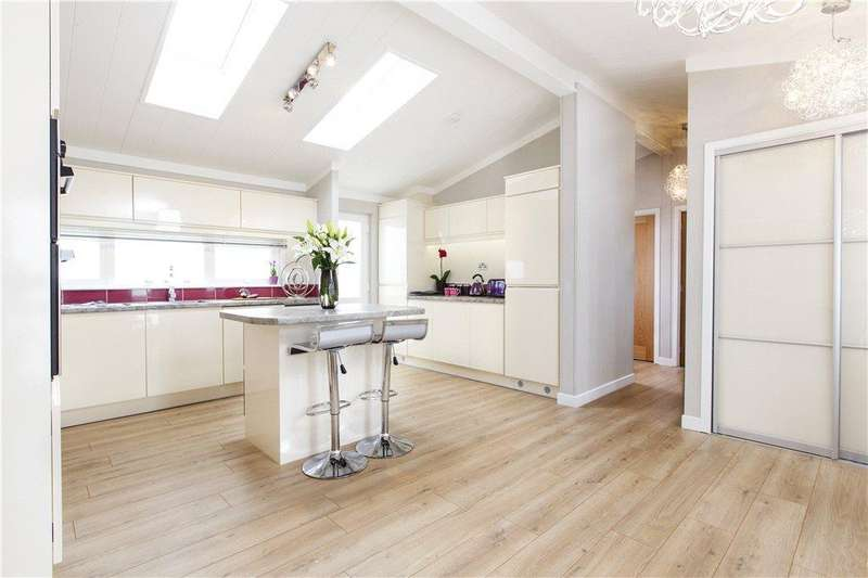 2 Bedrooms Detached Bungalow for sale in Willow Park, Salford Priors, Evesham, Worcestershire, WR11