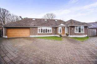 5 Bedrooms Bungalow for sale in Chertsey Close, Kenley, Surrey