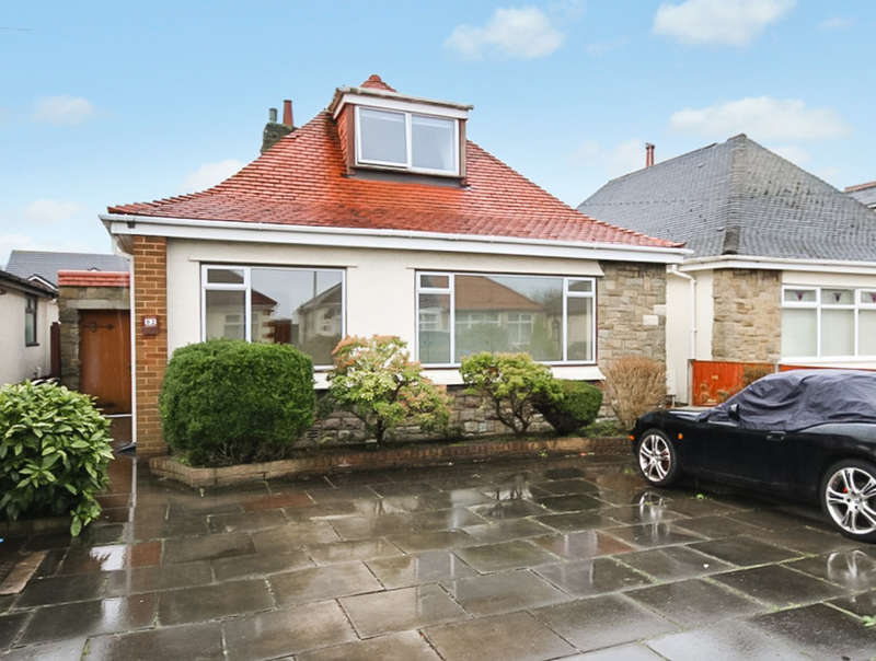 3 Bedrooms Detached Bungalow for sale in Moss Road, Southport