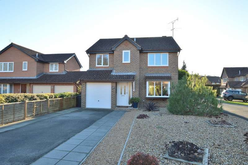 4 Bedrooms Detached House for sale in Leven Close, Chandler's Ford