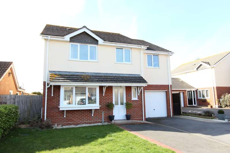 5 Bedrooms Detached House for sale in HIGHCLIFFE ON SEA