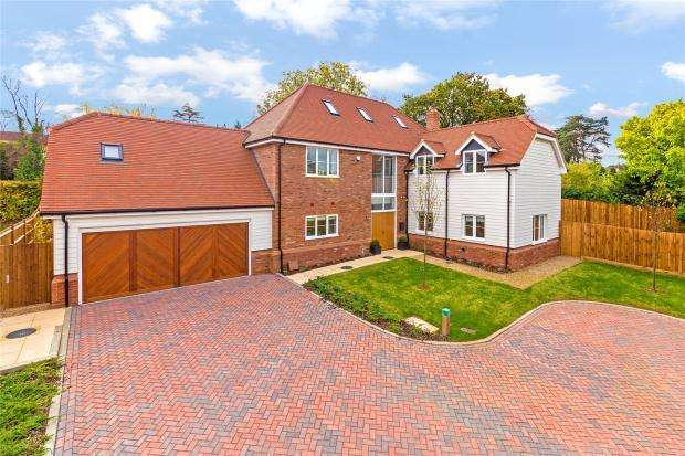 5 Bedrooms Detached House for sale in Bradgate, Cuffley, Potters Bar, Hertfordshire
