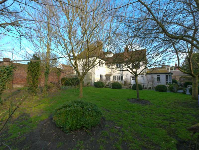 3 Bedrooms Apartment Flat for sale in The Haynings, Castle Street, Framlingham
