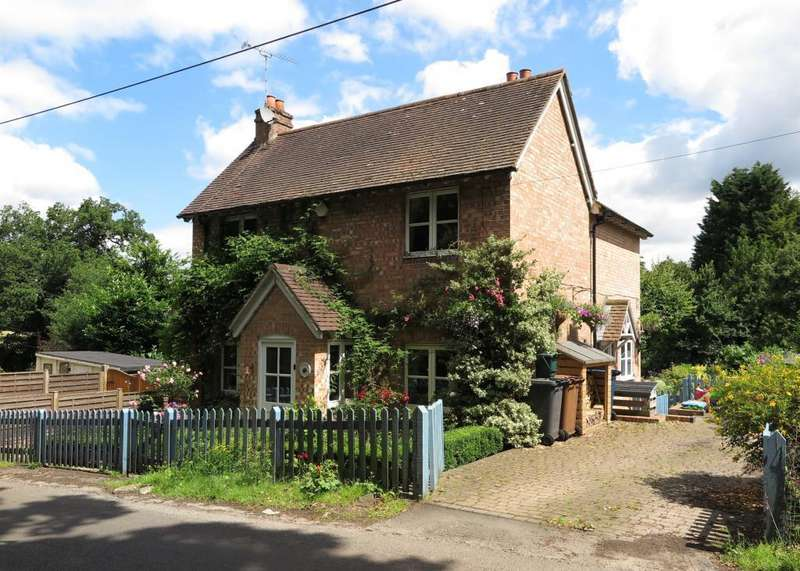 3 Bedrooms Detached House for sale in Fifield Lane, Frensham, Farnham, GU10