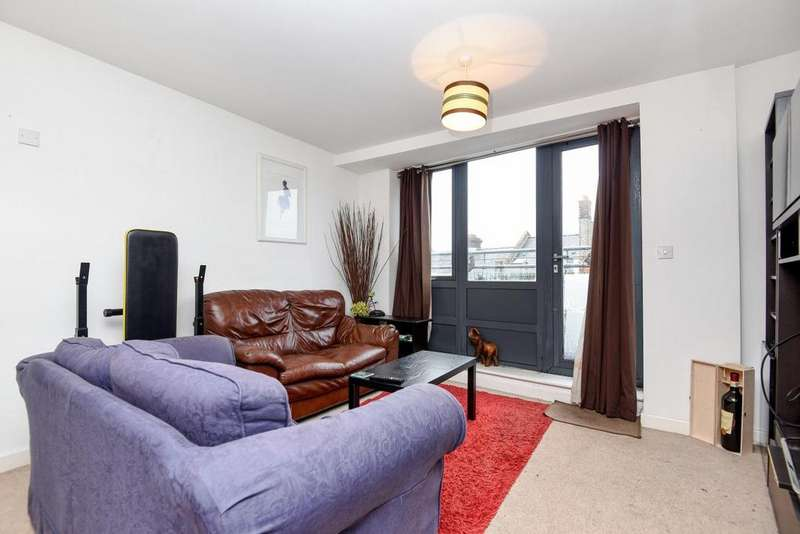 2 Bedrooms Penthouse Flat for sale in Mitcham Road, Tooting, SW17