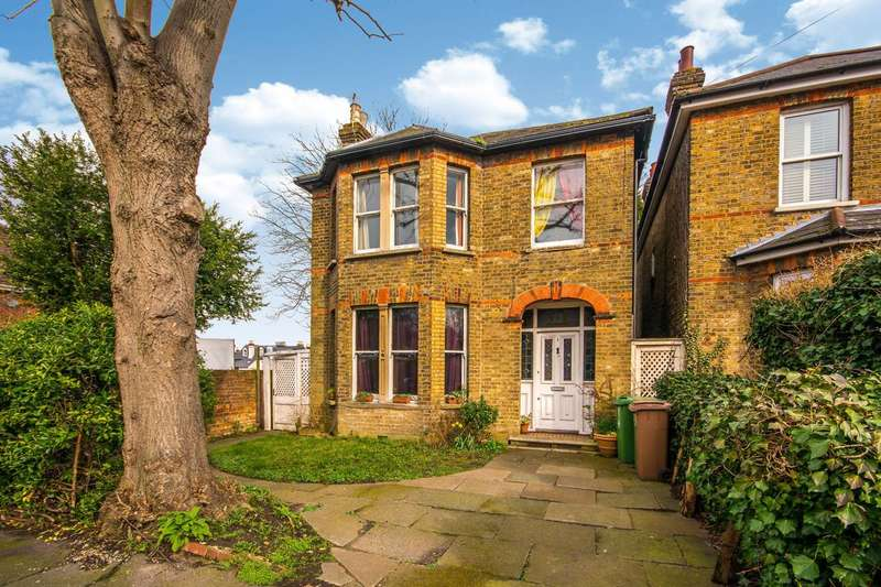 4 Bedrooms Detached House for sale in Blenheim Gardens, Wallington, SM6