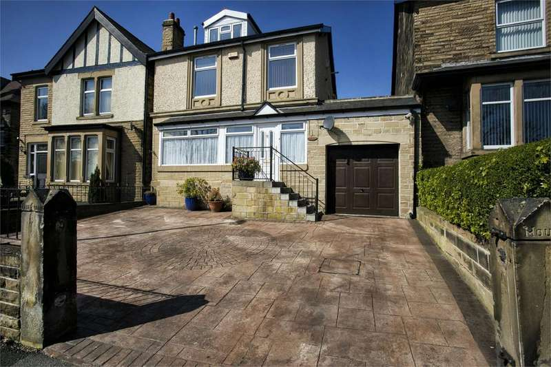 5 Bedrooms Detached House for sale in Track Road, Batley, West Yorkshire, WF17
