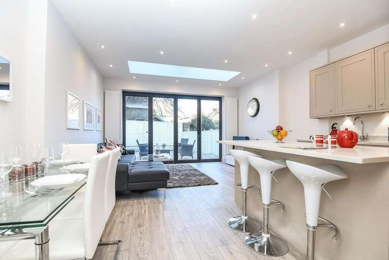 4 Bedrooms Terraced House for sale in Khama Road, Tooting, SW17