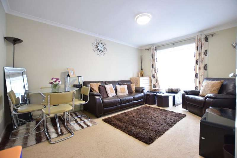 2 Bedrooms Flat for sale in Beacon Court