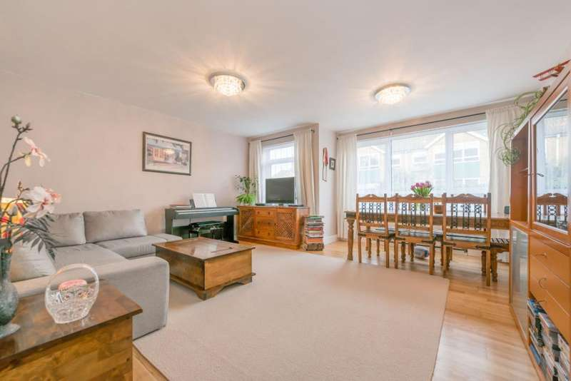 2 Bedrooms Flat for sale in Gay Close, London, NW2